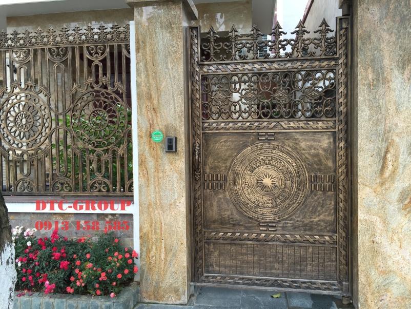 Cửa cổng nhôm đúc, cửa cổng biệt thự 10