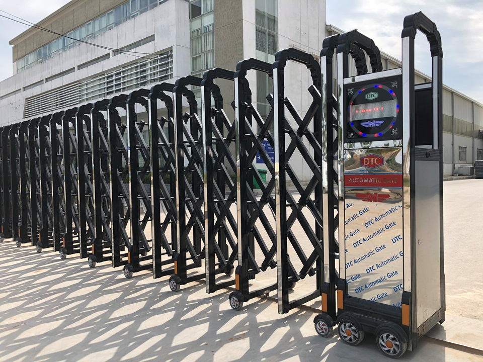 cổng xếp hợp kim nhôm dtc f831 bắc ninh 1