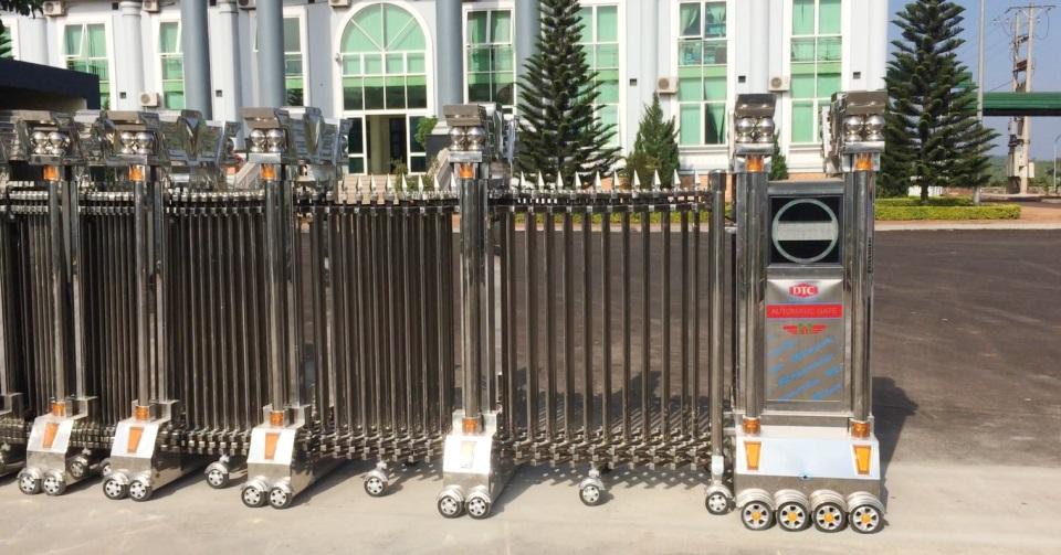 lắp đặt cổng xếp inox tại nhà máy nhôm Lâm Đồng 4