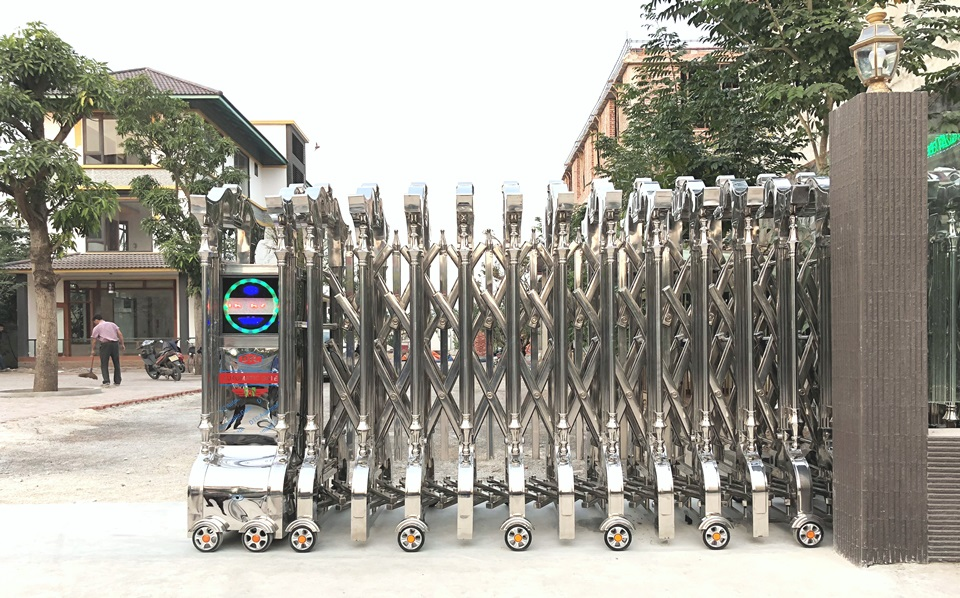 Cổng xếp inox 304 DTC tại Thái Bình