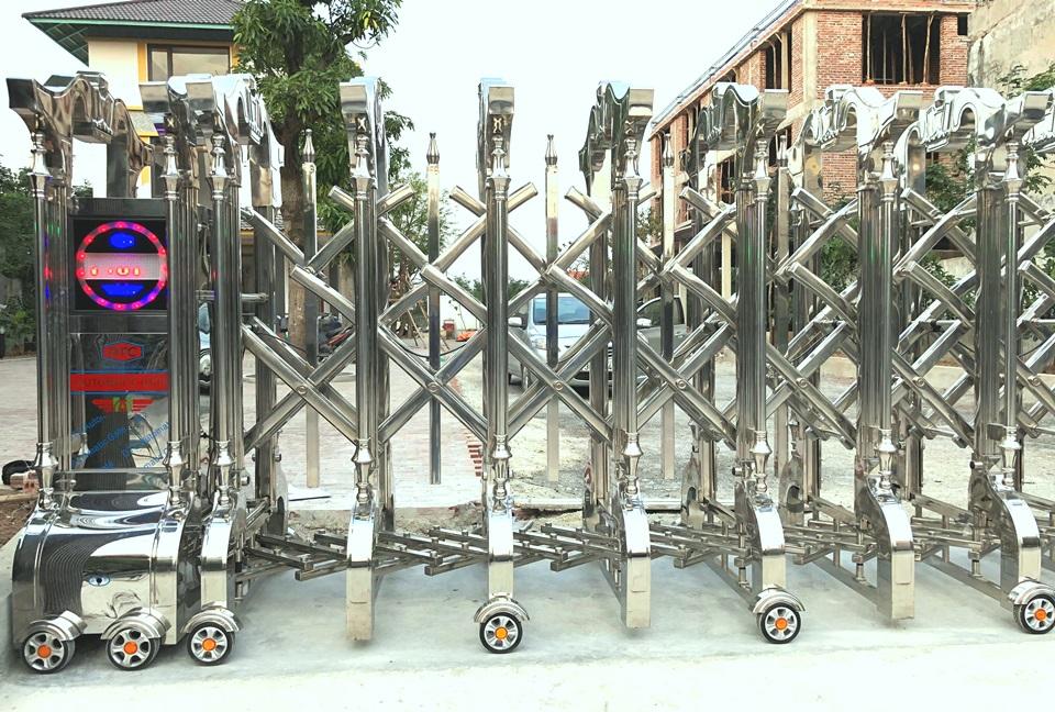 cổng xếp inox tại thái bình 2