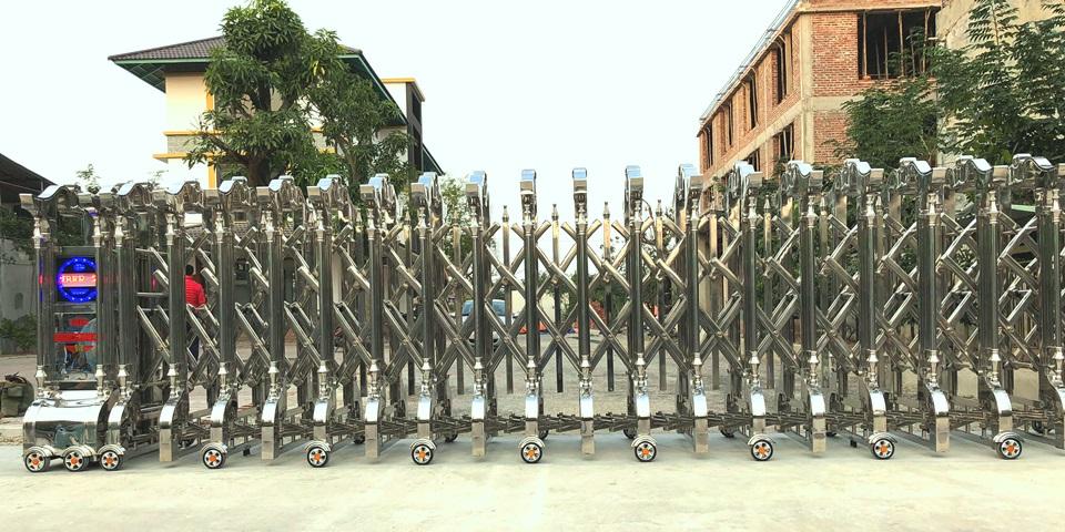 cổng xếp inox dtc d-815 4