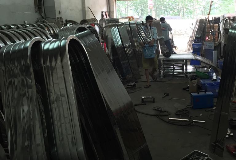 Nguyên liệu inox dùng để sản xuất cổng xếp