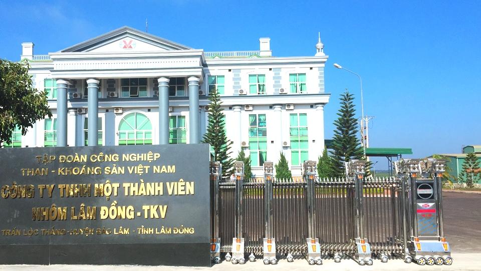 lắp đặt cổng xếp inox tại nhà máy nhôm Lâm Đồng 1