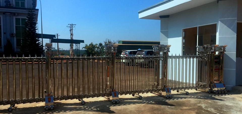 lắp đặt cổng xếp inox tại nhà máy nhôm Lâm Đồng 5
