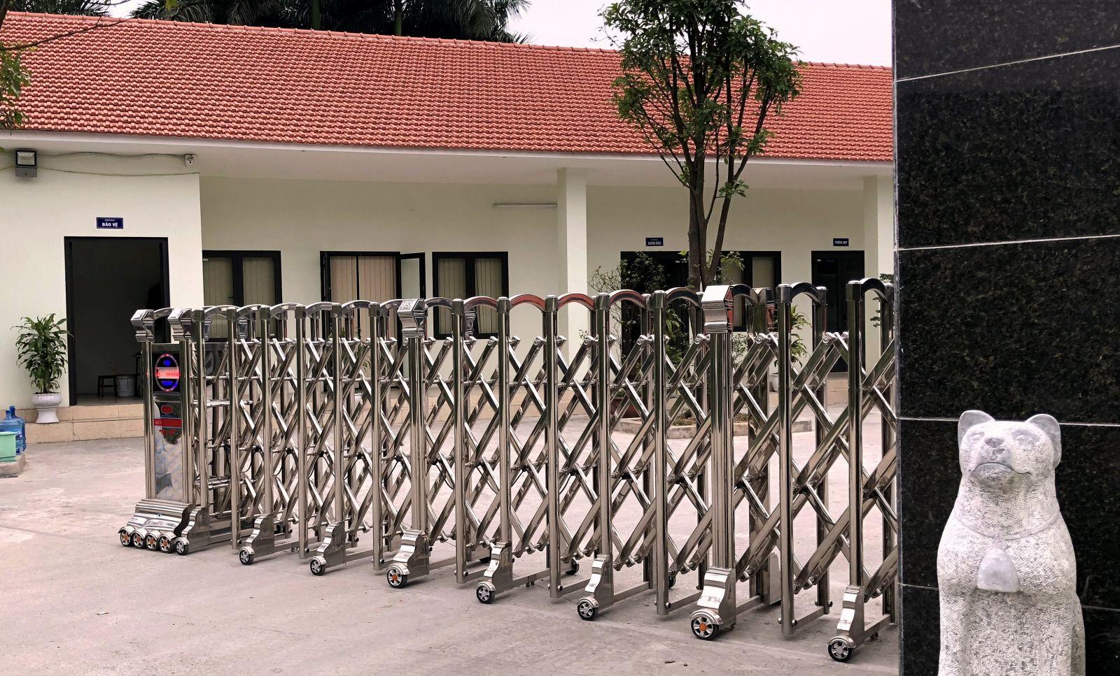 cổng xếp inox 304 tại hà nội 2
